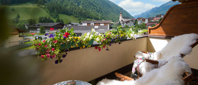Activehotel Bergkönig, Neustift, Austria - Balcony view.jpg